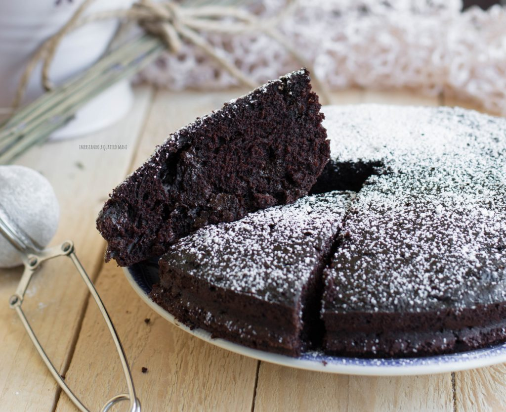 torta matta o crazy cake, la torta al cacao vegana, senza uova, senza latte, senza burro e senza lievito
