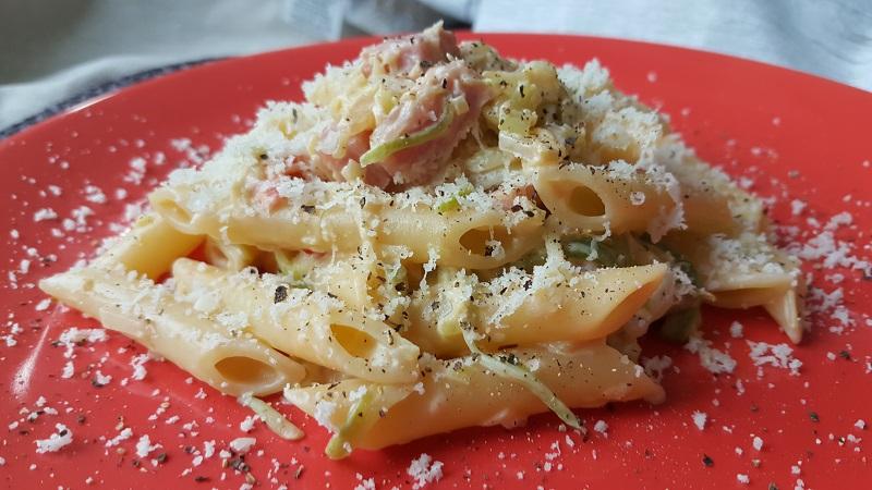 pennette-con-zucchine-philadelphia-e-prosciutto-cotto-1