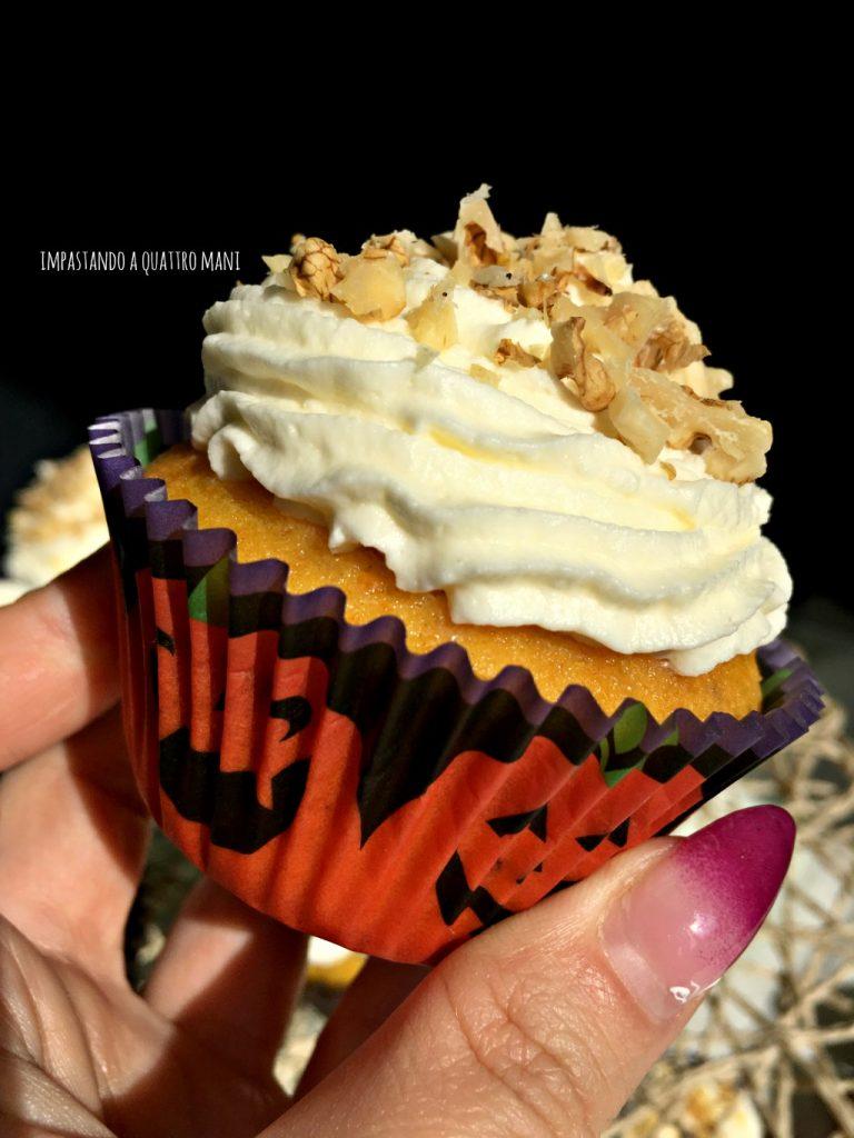 cupcake alla zucca e noci con frosting al mascarpone, idea per le feste di halloween