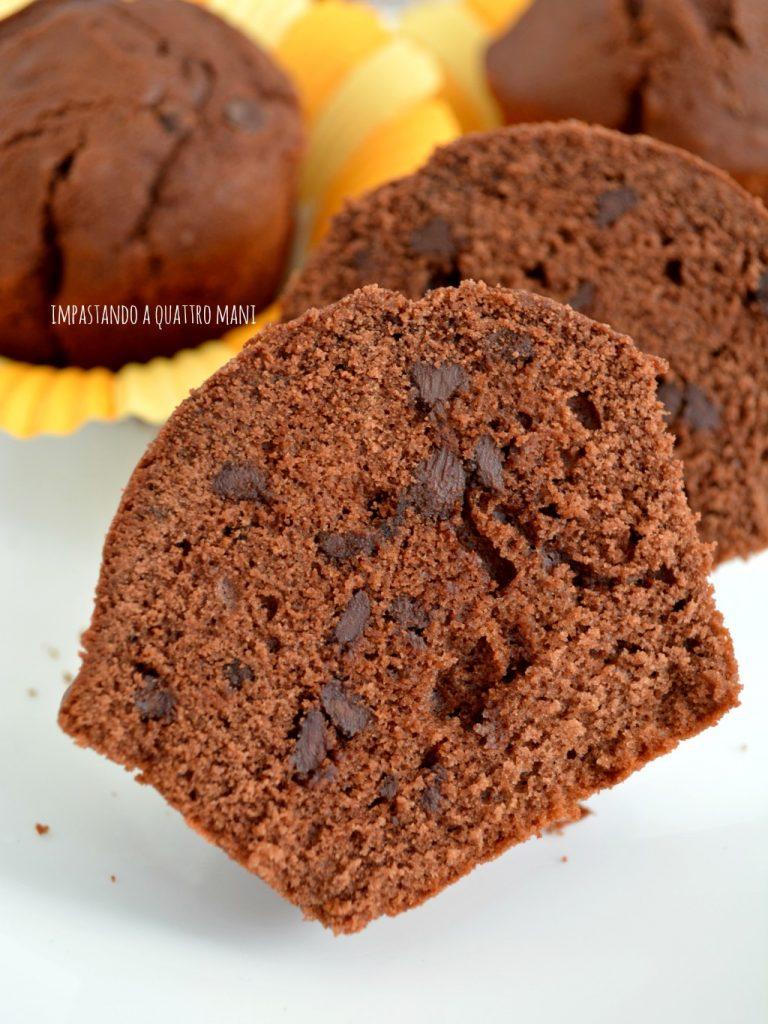muffin al cacao amaro con gocce di cioccolato fondente