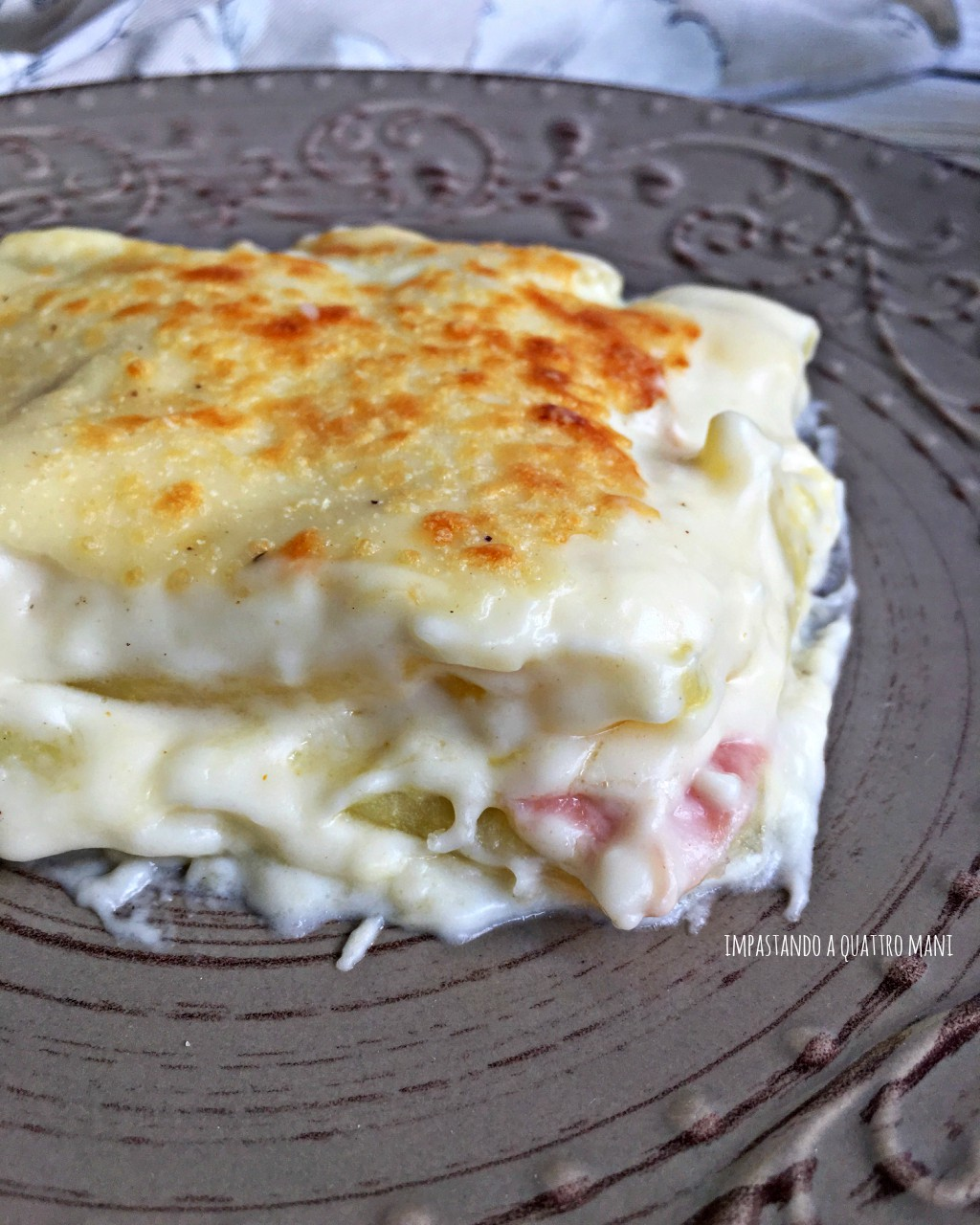 sformato di patate, besciamella e prosciutto cotto