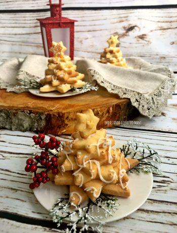 alberelli di pasta frolla, per decorare la tavola di Natale, ricetta natalizia