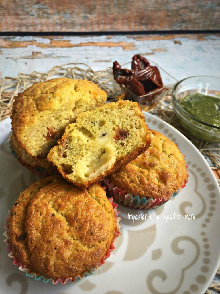muffin salati al pesto e pomodori secchi, ideali per antipasti e buffet