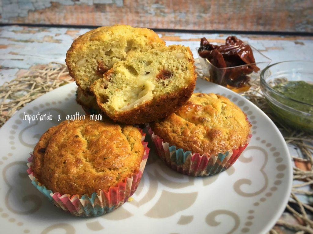 muffin salati al pesto di basilico con pomodori secchi e pinoli
