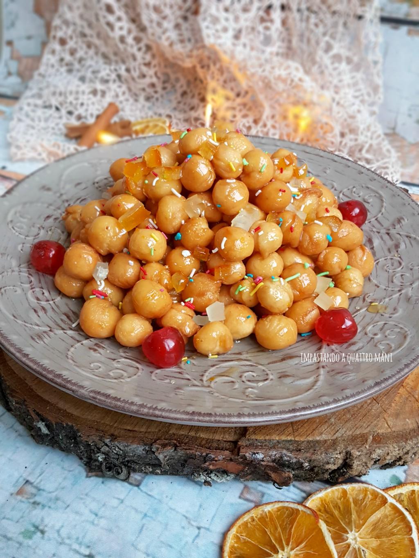 struffoli con miele e frutta candita