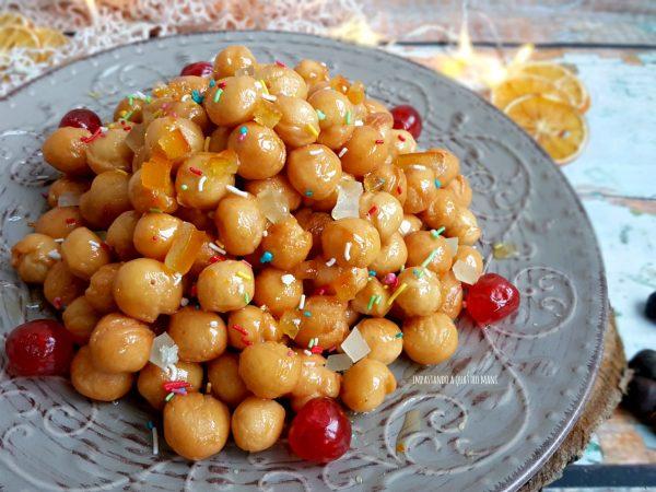 struffoli con il miele ricetta di natale