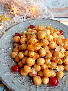 struffoli con miele e frutta candita, ricetta di Natale
