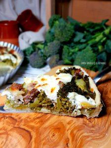 torta salata di pasta brisé con broccoli, salsiccia e mascarpone