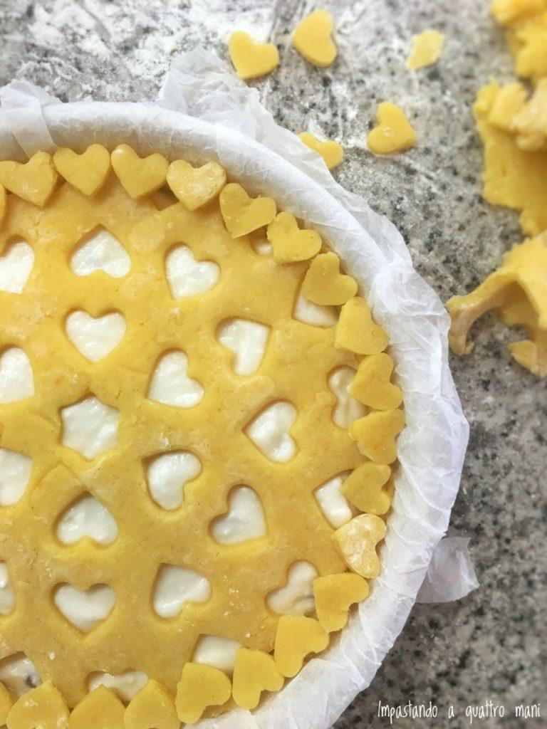 crostata con crema e ricotta con griglia tagliapasta decora