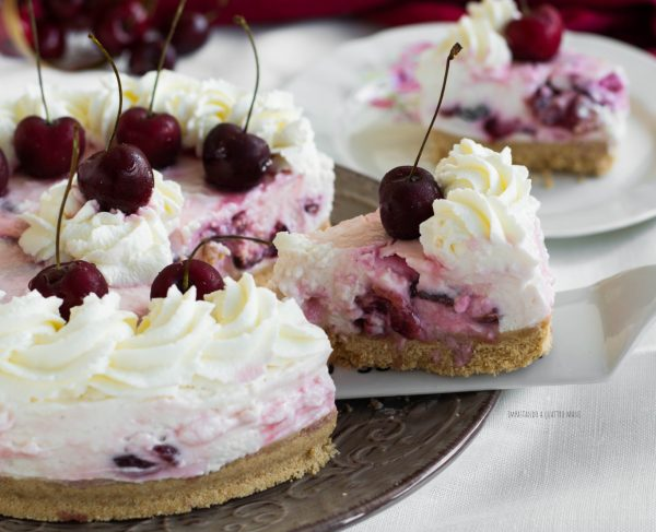 cheesecake alle ciliegie e yogurt greco senza cottura