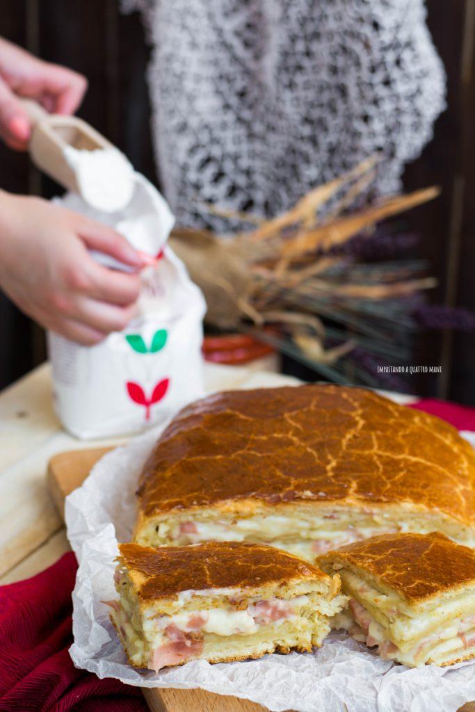 strudel salato lievitato con besciamella, cotto e emmental