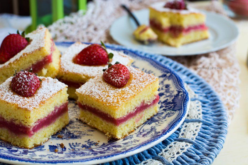 torta cremosa al limone e crema di fragole