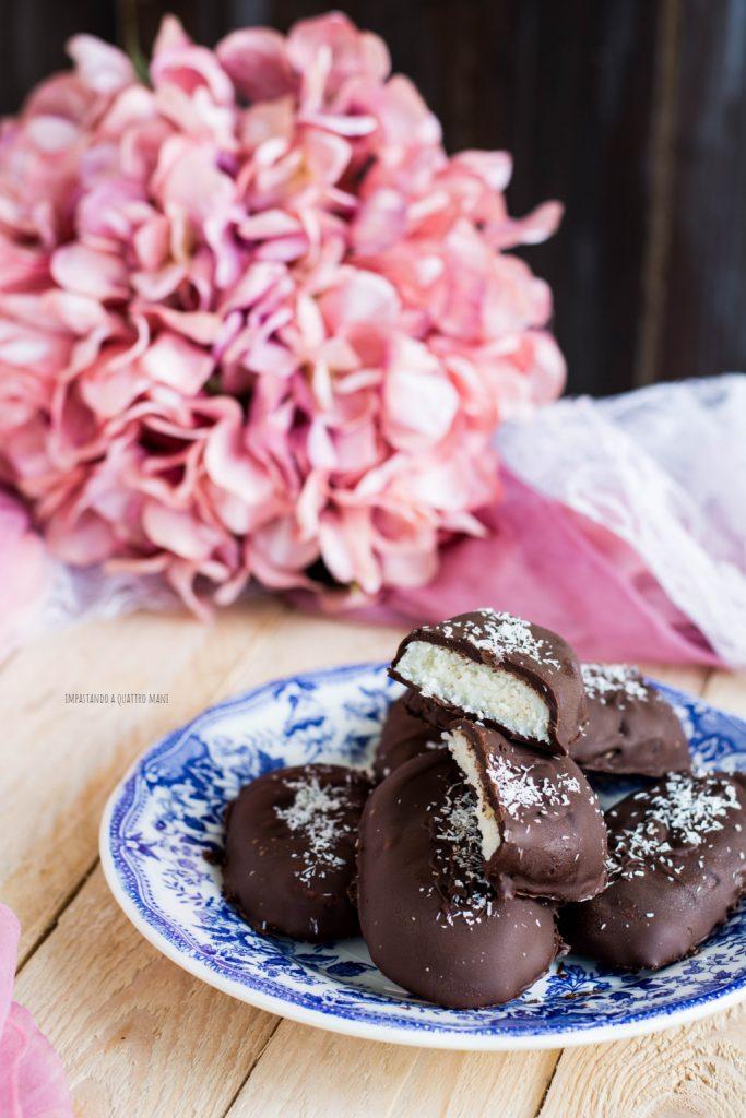 bounty fatti in casa, la ricetta perfetta per preparare in casa le barrette al cioccolato e cocco