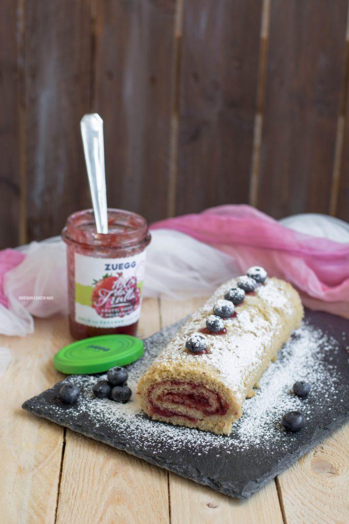 rotolo allo yogurt ai frutti di bosco e confettura di frutti rossi