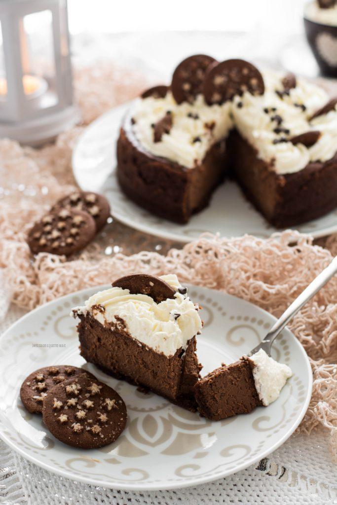 new york cheesecake al cioccolato, pan di stelle e frosting al mascarpone